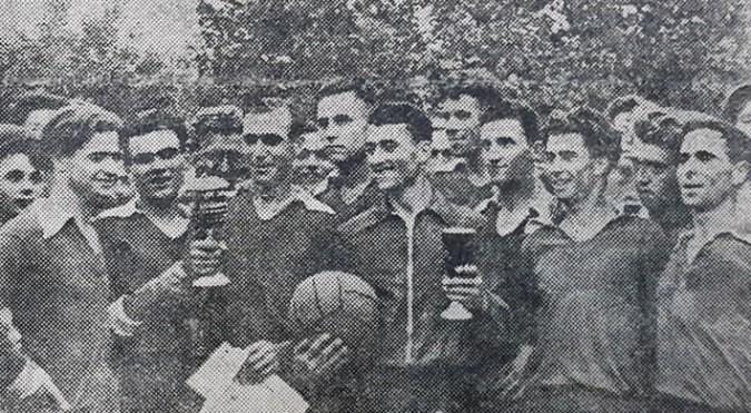 """Formaţia kolhozului """"Krasnîi partizan"""", prima deţinătoare a Cupei ziarului """"Molodioji Moldavii"""". Sursa foto: S. Galperin."""